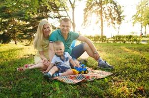family-1802228_1280