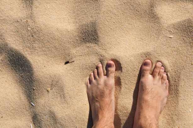 barefoot-on-beach_1280