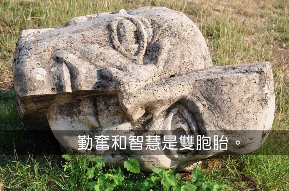 statue-873818_1280-2