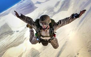 skydiving-678168_1280