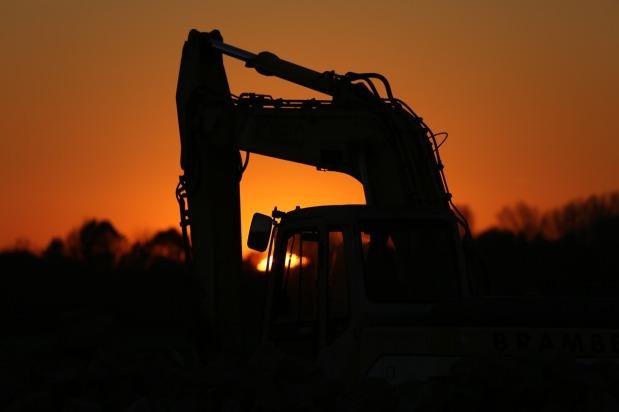 excavators-1383540_1280