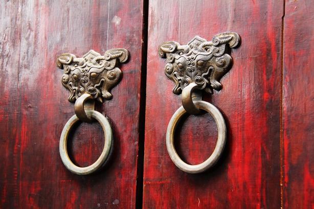 wood-door-1711004_1280
