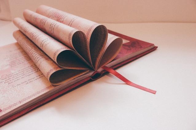 book-912721_1280