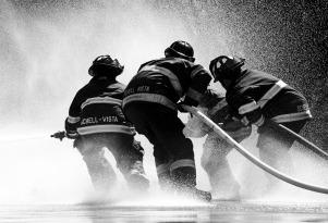 firefighter-1851945_1280