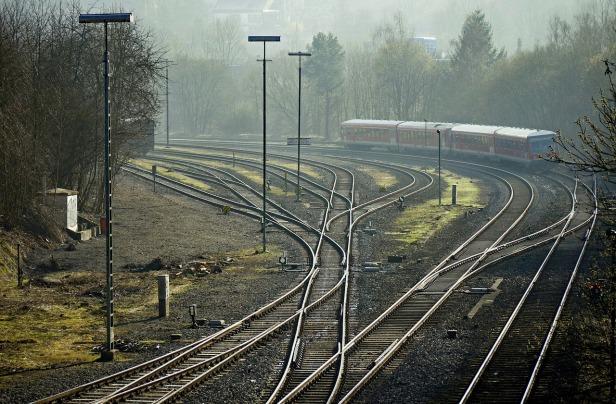 railways-1377329_1280