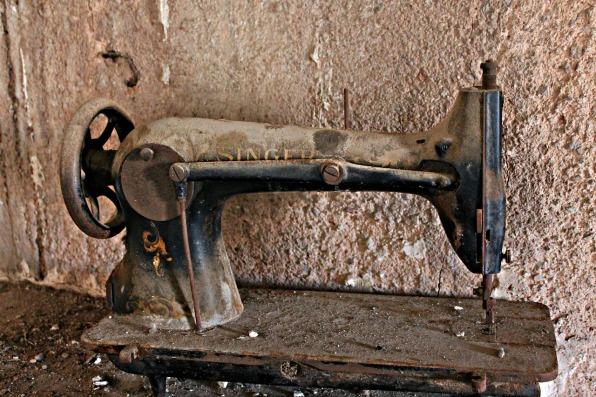 sewing-machine-602463_1280