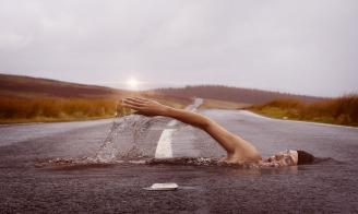 swimmer-1678307_1280