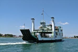 ferry-2081778_1280