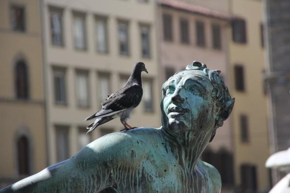 statue-185435_1280