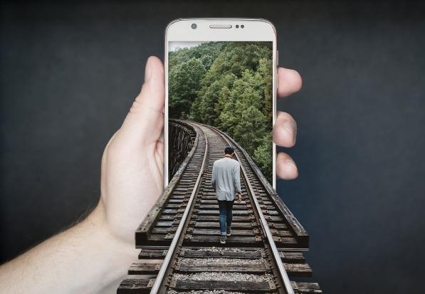 manipulation-smartphone-2507499_1280