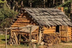 hut-202035_1280