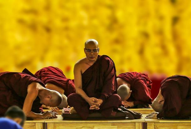 theravada-buddhism-1815662_1280