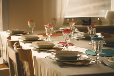 dining-table-710040_1280