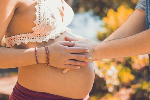pregnant-2720434_1280